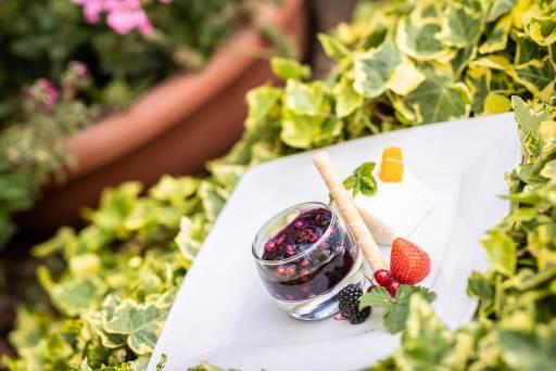 Küche – Kleine Nachspeise mit regionalen Produkten