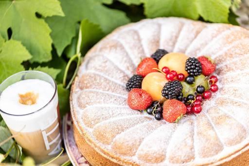 Küche – Früchte Torte mit Kaffee