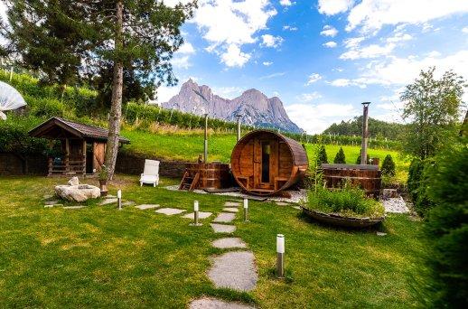 Hotel Solaia – Garten mit Jakuzi und Sauna